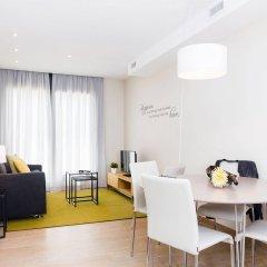 Апартаменты Feelathome Plaza Apartments комната для гостей