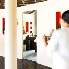 Отель Adaaran Select Hudhuranfushi Остров Гасфинолу интерьер отеля фото 3