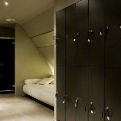 Отель The Dominican сейф в номере