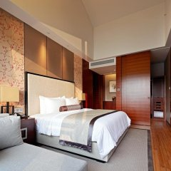 Отель Jinling Resort Tianquan Lake сейф в номере