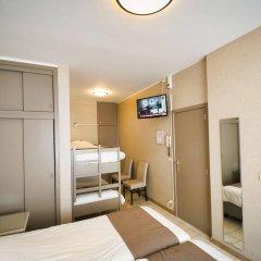 Hotel de Golf сейф в номере