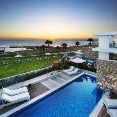 Отель Paradise Cove Luxurious Beach Villas Кипр, Пафос - отзывы, цены и фото номеров - забронировать отель Paradise Cove Luxurious Beach Villas онлайн бассейн фото 5