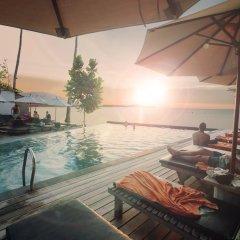 Отель Escape Beach Resort бассейн