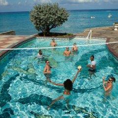 Отель Jewel Dunn's River Adult Beach Resort & Spa, All-Inclusive Ямайка, Очо-Риос - отзывы, цены и фото номеров - забронировать отель Jewel Dunn's River Adult Beach Resort & Spa, All-Inclusive онлайн бассейн фото 2