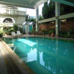 Отель ZenRooms Boss Prakanong Бангкок бассейн