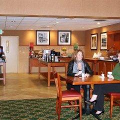 Отель Hampton Inn & Suites Tulare питание фото 3