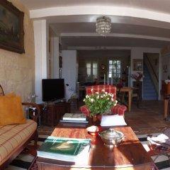 Отель La Maison Colline Франция, Сент-Эмильон - отзывы, цены и фото номеров - забронировать отель La Maison Colline онлайн интерьер отеля