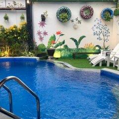 Отель Ngo House 2 Villa Хойан бассейн