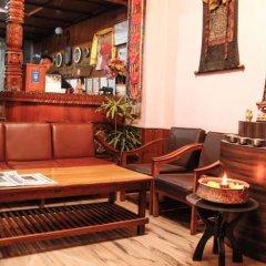 Отель Tasi Dhargey Inn Непал, Катманду - отзывы, цены и фото номеров - забронировать отель Tasi Dhargey Inn онлайн гостиничный бар
