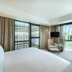 Legend Hotel Lagos Airport, Curio Collection by Hilton комната для гостей фото 2
