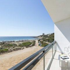 Отель Grand Palladium Palace Ibiza Resort & Spa Испания, Сант Джордин де Сес Салинес - 1 отзыв об отеле, цены и фото номеров - забронировать отель Grand Palladium Palace Ibiza Resort & Spa онлайн балкон