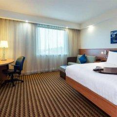 Отель Hampton by Hilton Luton Airport сейф в номере