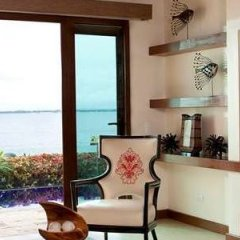 Отель Crimson Resort and Spa Mactan Филиппины, Лапу-Лапу - 1 отзыв об отеле, цены и фото номеров - забронировать отель Crimson Resort and Spa Mactan онлайн удобства в номере фото 2
