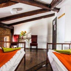 Отель Pink Panther's Hostel Польша, Краков - 1 отзыв об отеле, цены и фото номеров - забронировать отель Pink Panther's Hostel онлайн комната для гостей фото 3