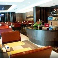 Отель Kingston Suites Bangkok гостиничный бар