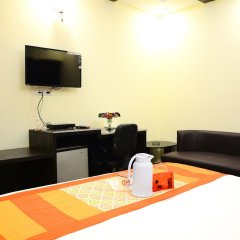 Отель Fabhotel Kailash Colony Metro Station удобства в номере