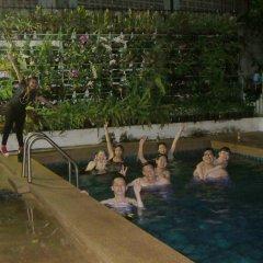 Wiz Hotel бассейн фото 6