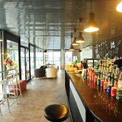 Отель Aunchaleena Grand Бангкок гостиничный бар
