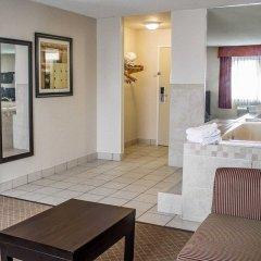 Отель Comfort Inn North Conference Center в номере фото 2