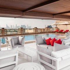 Отель Hilton Garden Inn Dubai Al Jadaf Culture Village ОАЭ, Дубай - 1 отзыв об отеле, цены и фото номеров - забронировать отель Hilton Garden Inn Dubai Al Jadaf Culture Village онлайн бассейн фото 2