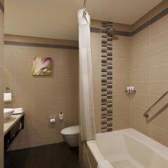 Отель Hilton Garden Inn New Delhi/Saket Индия, Нью-Дели - отзывы, цены и фото номеров - забронировать отель Hilton Garden Inn New Delhi/Saket онлайн ванная