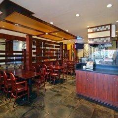 Отель The Landing at LaGuardia Airport США, Нью-Йорк - 1 отзыв об отеле, цены и фото номеров - забронировать отель The Landing at LaGuardia Airport онлайн гостиничный бар
