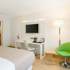 Отель NH Collection Berlin Mitte Am Checkpoint Charlie 4* Стандартный номер с разными типами кроватей фото 46