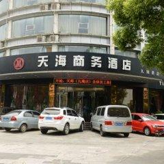 Tian Hai Chain Hotel (Jiujiang RT-Mart Jiurui Road) парковка