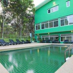Wiz Hotel бассейн фото 3