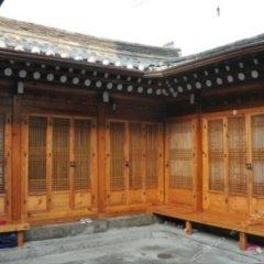 Отель Hueahn Hanok Guesthouse Южная Корея, Сеул - отзывы, цены и фото номеров - забронировать отель Hueahn Hanok Guesthouse онлайн балкон