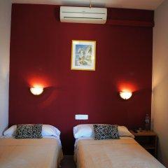 Hotel Sant Jordi комната для гостей