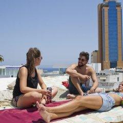 Отель Marco Polo Hostel Мальта, Сан Джулианс - отзывы, цены и фото номеров - забронировать отель Marco Polo Hostel онлайн бассейн фото 2