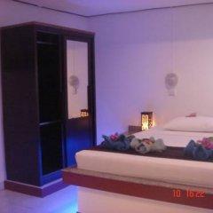 Отель Lanta Island Resort сейф в номере