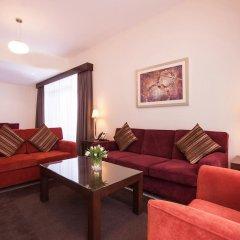 Апартаменты Movenpick Apartment Bur Dubai комната для гостей фото 4