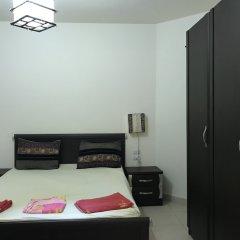 Апартаменты Regency Towers Apartments сейф в номере