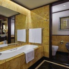 Отель Mandarin Oriental Kuala Lumpur Малайзия, Куала-Лумпур - 2 отзыва об отеле, цены и фото номеров - забронировать отель Mandarin Oriental Kuala Lumpur онлайн ванная