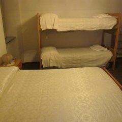 Отель Al Moleta Монклассико сейф в номере
