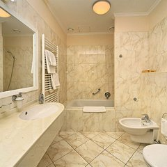 Отель Humboldt Park & Spa Карловы Вары ванная фото 2