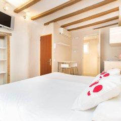 Отель AinB Gothic-Jaume I Apartments Испания, Барселона - 3 отзыва об отеле, цены и фото номеров - забронировать отель AinB Gothic-Jaume I Apartments онлайн комната для гостей фото 5