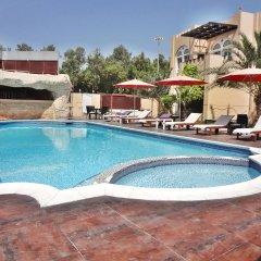 Отель Caravan Resort бассейн