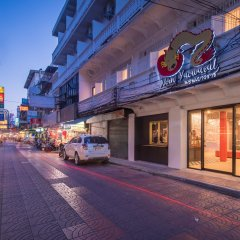 Nornyaowarat Hostel Бангкок спортивное сооружение