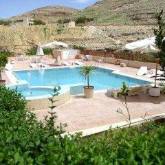 Отель Kings Way Inn Petra Иордания, Вади-Муса - отзывы, цены и фото номеров - забронировать отель Kings Way Inn Petra онлайн бассейн