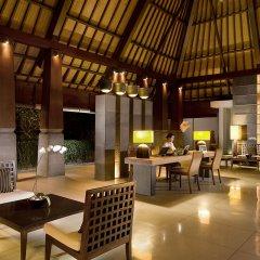 Отель The Kayana Villa интерьер отеля