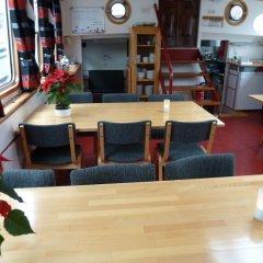Отель Hotelboat Allure Нидерланды, Амстердам - отзывы, цены и фото номеров - забронировать отель Hotelboat Allure онлайн питание фото 2