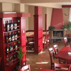 Отель Family Hotel Savov Болгария, Чепеларе - отзывы, цены и фото номеров - забронировать отель Family Hotel Savov онлайн гостиничный бар