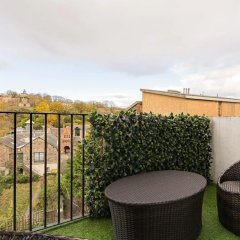 Апартаменты Royal Mile 2BR Apartment Private Balcony Эдинбург балкон