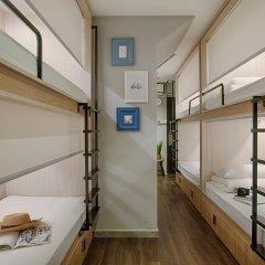 Quarters Hostel сейф в номере