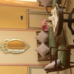 Hotel Diggi Palace сейф в номере
