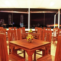 Отель Thilhara Days Inn гостиничный бар
