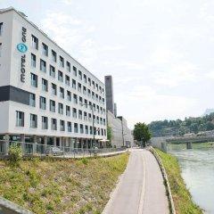 Отель Motel One Salzburg-Mirabell Зальцбург приотельная территория